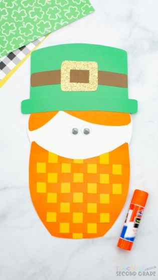 This Leprechaun Beard Weave Activity is fun for kids. Not only do they get to learn more about leprechauns but they get to practice their fine motor skills. #teachingsecondgrade #leprechaun #stpatricksdaycraft #easycraftsforkids #finemotorskills | Easy Kids Crafts | St. Patrick's Day Crafts | Weaving Crafts | Fine Motor Skills Crafts | Leprechaun Crafts